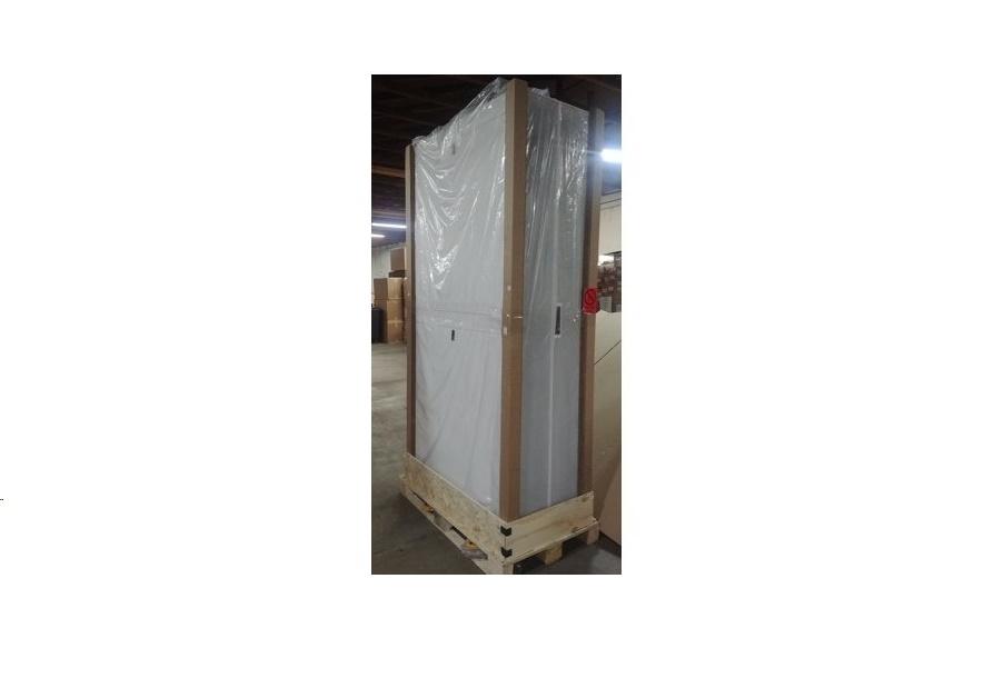 APC AR3307WX674 NetShelter SX 52U 600mm Wide X 1200mm Deep Enclosure White